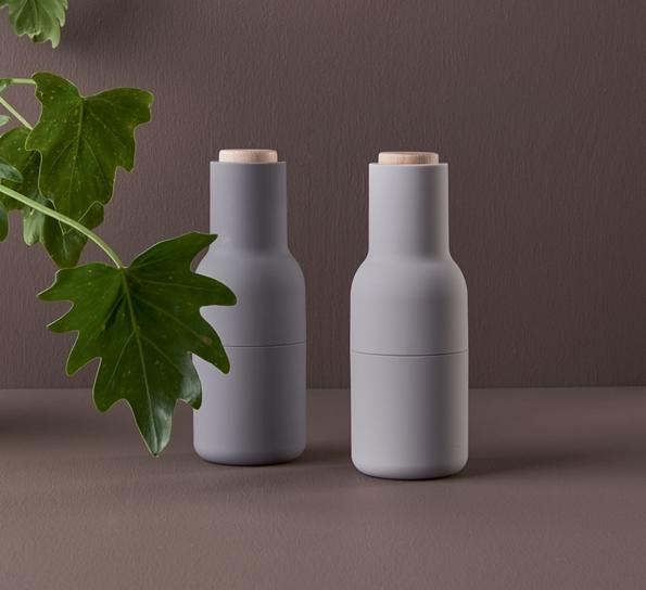 Storslått Bottle kverner 2 stk grå - kun hos Designforevig BF-15